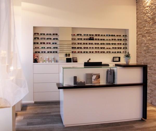 Einrichtung für einen Augenoptiker
