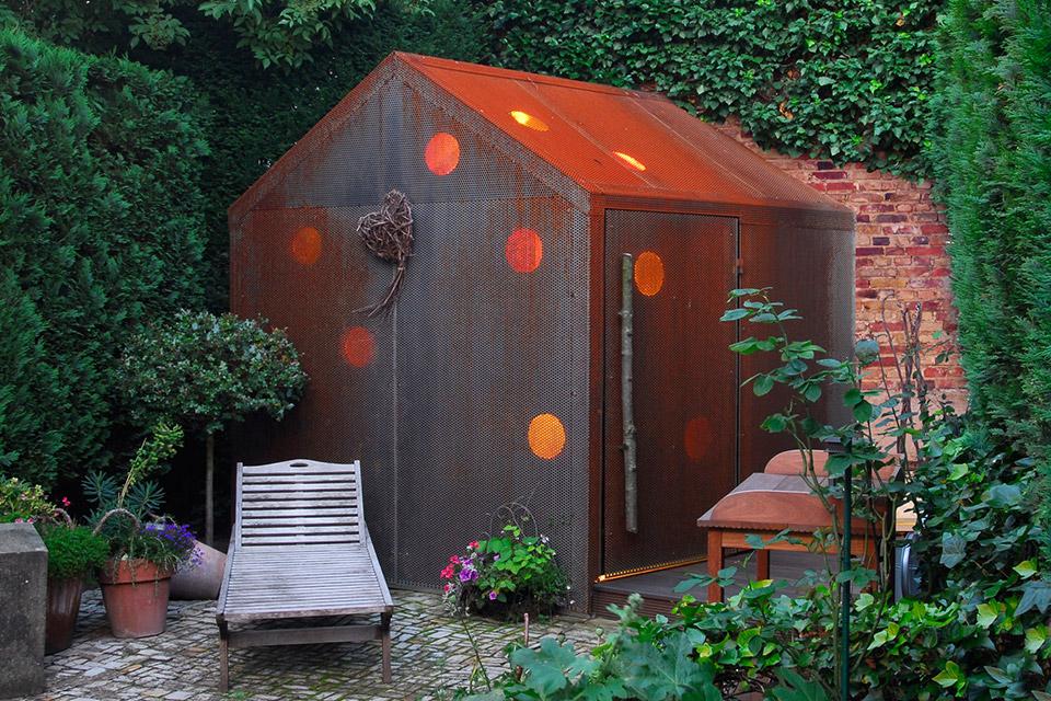 ein gartenhaus a. Black Bedroom Furniture Sets. Home Design Ideas