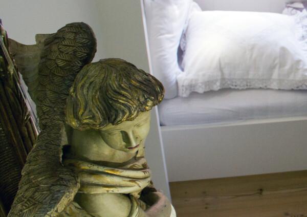 Bett im Alkoven